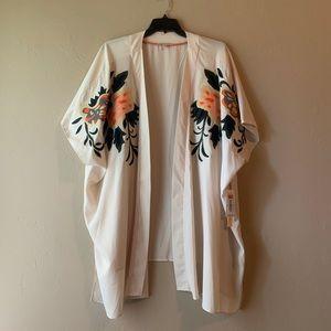 Peach Kimono with Floral Appliqué NWT 🌼